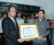 Truy tặng Huân chương Bảo vệ Tổ quốc Hạng Nhất cho phi công Phạm Đức Trung