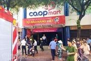 Cháy siêu thị Co.opmart, tiểu thương hoảng hốt cứu hàng hóa