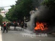 Xe buýt cháy ngùn ngụt trên đường Hà Nội