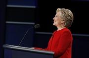 """""""So găng"""" hiệp 1, bà Clinton dẫn trước 1-0"""