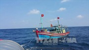 Lai tàu bị nạn vào bờ an toàn