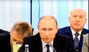 Người phát ngôn gà gật ngay sau lưng Tổng thống Putin