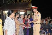 Cục CSGT chia sẻ với đồng bào vùng rốn lũ Quảng Bình