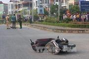 Xe máy đâm vào cột đèn, 2 người tử vong