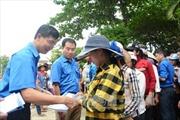 Đến với đồng bào vùng lũ huyện Hương Khê