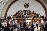 Phe ủng hộ ông Maduro tràn vào Quốc hội