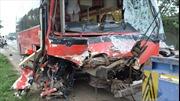 Xe khách xe tải tông nhau, 10 người thương vong