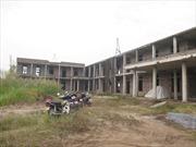 Đội giá tiền tỷ do xây trường học chậm tiến độ