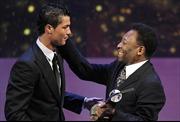 """""""Cầu thủ xuất sắc FIFA"""" cạnh tranh với """"Quả bóng Vàng"""" của France Football"""