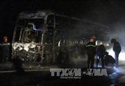 Xe giường nằm cháy rụi, 25 hành khách thoát nạn
