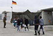 Tây Ban Nha giải cứu hàng chục người di cư lênh đênh trên biển