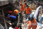 Hàng nghìn binh sĩ Indonesia cứu hộ động đất
