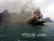 Cháy tàu du lịch chở khách nước ngoài trên vịnh Hạ Long