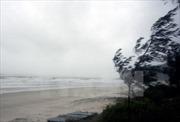 Áp thấp trên biển Đông, không khí lạnh tăng cường