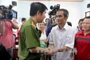"""""""Người tù xuyên thế kỷ"""" Huỳnh Văn Nén được bồi thường hơn 10 tỷ đồng"""