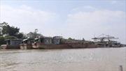 Vụ xả thải sông Hồng: Điều chuyển 3 cảnh sát giao thông đường thủy Hà Nội