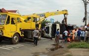 Xe tải tông vào lan can, 5 người trong một gia đình thương vong