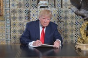 Ông Trump viết lời tuyên thệ nhậm chức ở đâu?