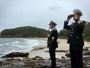 Màu áo lính hải quân đẹp rạng ngời trong mắt phóng viên trẻ