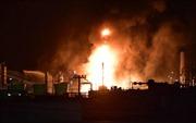 Cháy nhà máy lọc dầu Nhật Bản, gần 3.000 người sơ tán