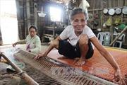 Tâm huyết gìn giữ nghề dệt chiếu của đồng bào Khmer