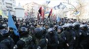 Người biểu tình đụng độ cảnh Kiev, hàng chục người bị thương