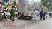 Xe máy đâm xe tải 'biển đỏ' trên làn xe buýt nhanh BRT