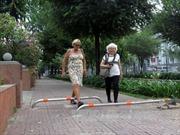 """TP Hồ Chí Minh kiên quyết """"lấy lại"""" vỉa hè, lề đường cho người đi bộ"""