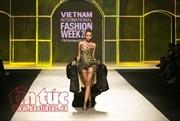 """Vietnam's Next Top Model gây sốt với """"cuộc chiến"""" của các người mẫu chuyên nghiệp"""
