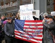 Người dân Mỹ tuần hành ủng hộ báo giới trong 'cuộc chiến' với ông Trump