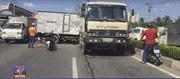 4 ô tô tông liên hoàn trên Xa lộ Hà Nội, 2 tài xế kẹt cứng trong ca bin
