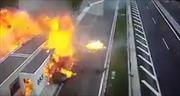 Lái Porsche lao vút vào xe đang đỗ, thiếu gia Hy Lạp chết trong biển lửa