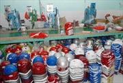 Tây Ninh phát hiện điểm lắp ráp hàng nghìn mũ bảo hiểm giả, kém chất lượng