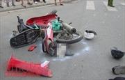 Ô tô 'điên' đâm liên tiếp 8 xe máy, người bị thương la liệt