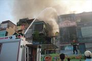 Cháy nhà 4 tầng trong ngõ phố Minh Khai, Hà Nội