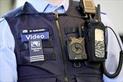 Thụy Sĩ gắn camera lên vai cảnh sát giao thông