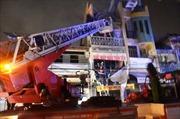 Huy động 15 xe chuyên dụng dập đám cháy lớn sát chợ hóa chất Kim Biên