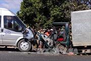 Giải tỏa ùn tắc trên Quốc lộ 2 sau khi xe khách va chạm với xe tải