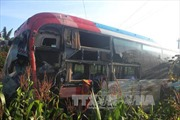 Xe khách lao vào nhà dân sau va chạm, ít nhất 2 người chết và nhiều người bị thương