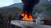 Xe chở dầu lật, bốc cháy trên đèo Lò Xo làm một người chết