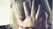Mẹ ngủ, ông bố thú tính hãm hiếp con gái 2 tuổi phát trực tuyến trên mạng