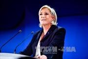 Hướng tới vòng 2, bà Le Pen từ bỏ chức lãnh đạo đảng FN