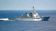 Bị tàu tấn công Iran tiến sát trên Vịnh Ba Tư, khu trục hạm Mỹ bắn pháo sáng cảnh cáo