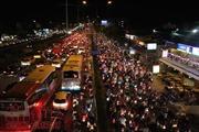 Chen chúc về quê, đại lộ Phạm Văn Đồng 'thất thủ'