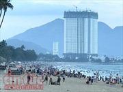 Đổ xô đi du lịch, khách sạn, nhà nghỉ tăng giá gấp 3 vẫn 'cháy' phòng