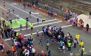 Thú vị đường đua Boston Marathon với cách tránh người qua đường