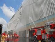 Khách mua sắm hoảng loạn vì cháy tại trung tâm thương mại Crescent Mall