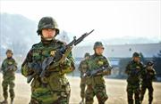 Nữ trung úy Hàn Quốc tự sát vì bị cấp trên cưỡng hiếp