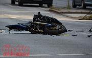 Long An: Xe tải đâm xe máy văng xa 10m, hai vợ chồng tử vong