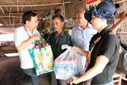 Trao quà, khám bệnh và phát thuốc miễn phí cho người dân vùng biên giới Long An
